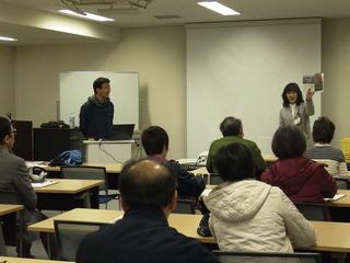 4講師と共に和やかなブックトーク.JPG