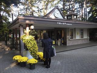 新宿御苑千駄ヶ谷門.JPG